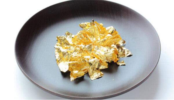 ポイント2.金粉を贅沢に配合