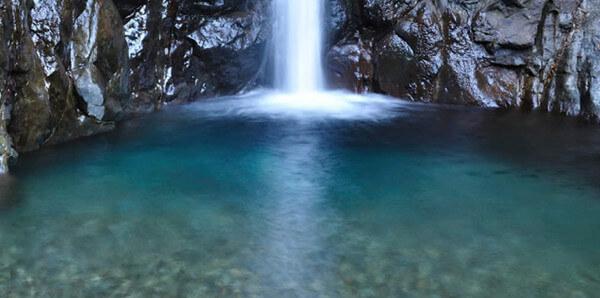 成分その2.メグルボタニックは天然鉱物含有水70%使用